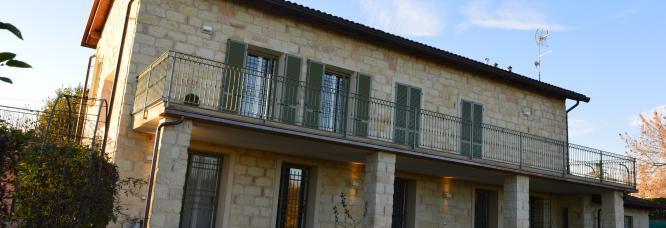 Casa privata bifamiliare. Ristrutturazione edilizia e risanamento energetico